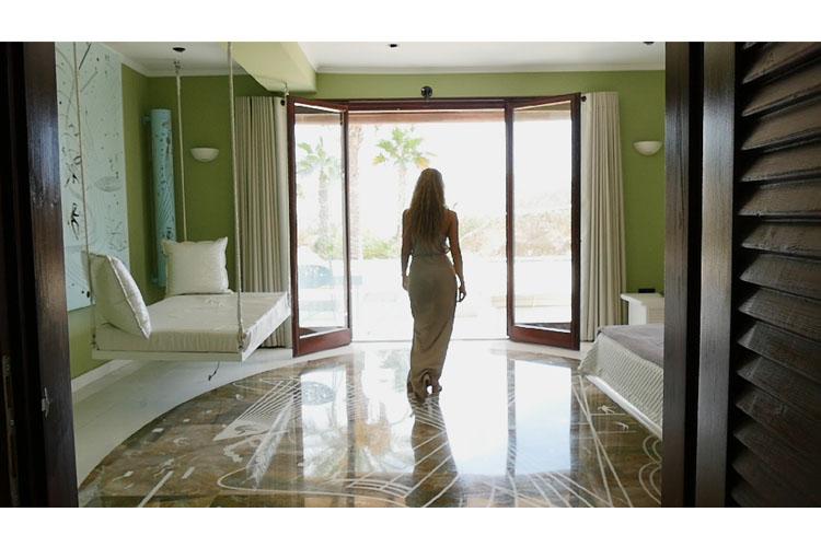 ios luxury hotels