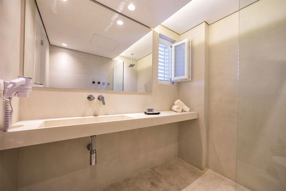 ios luxury suites