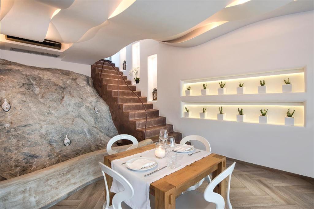 restaurant area skyfall-suites-pyrgos-santorini