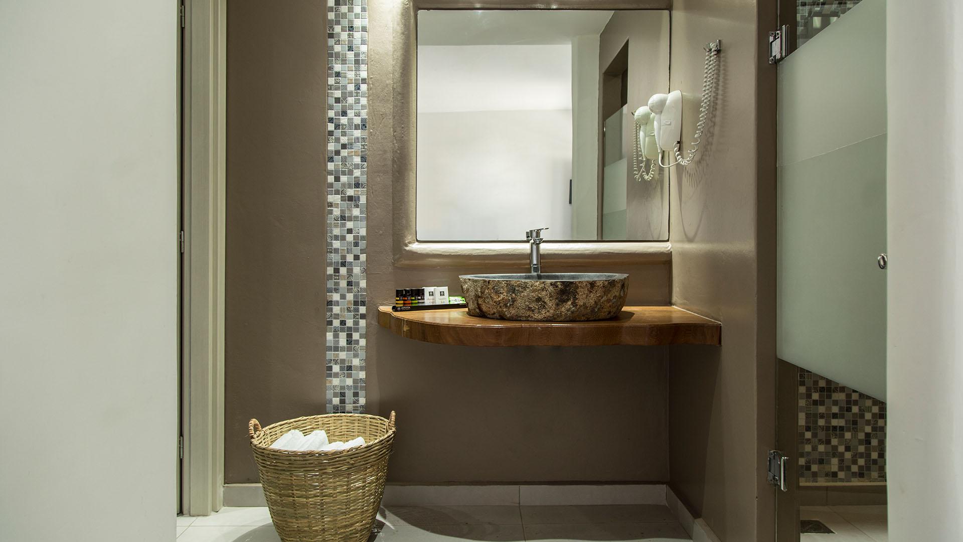 my mykonos hotel showers