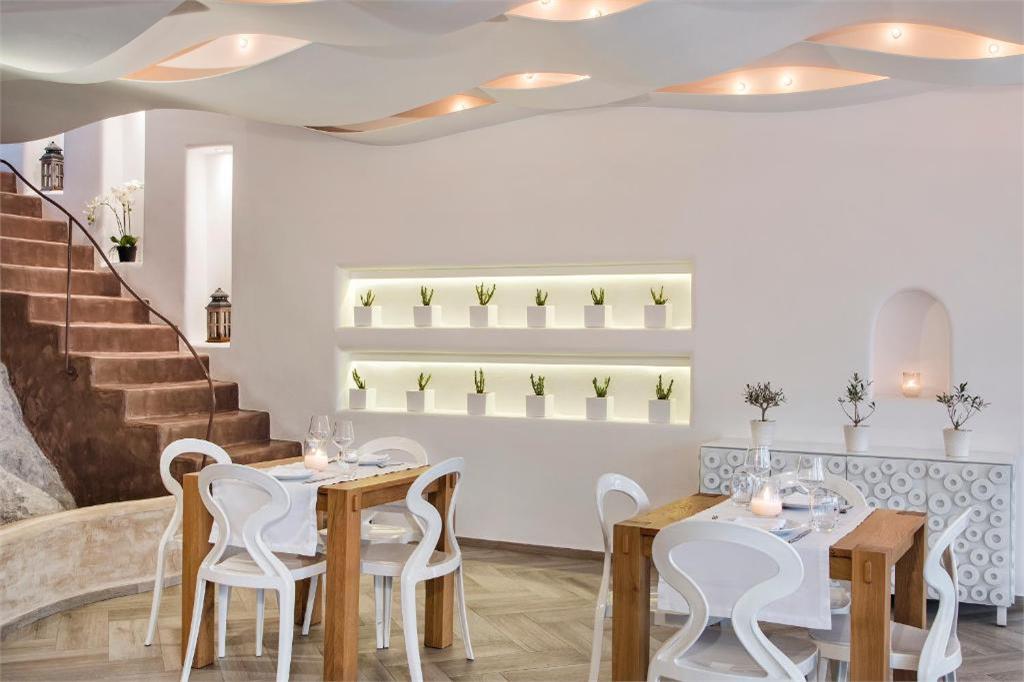 skyfall-suites-pyrgos-santorini restaurant