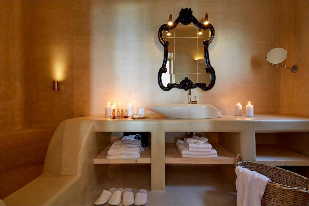 skyfall-suites-pyrgos-santorini bathroom