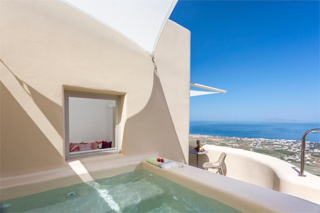 skyfall-suites-pyrgos-santorini plunge pools